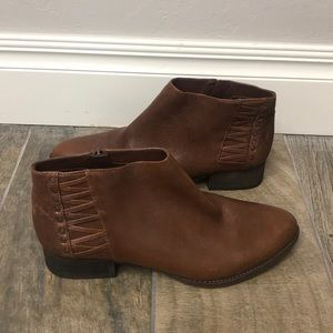 Vince Camuto brown leather booties size 9M.